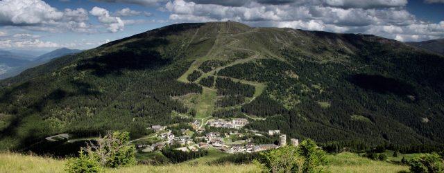 Die ErlebnisRodelBahn Katschi´s Goldfahrt auf der Katschberghöhe und Katschi's GPS-Schatzsuche am Aineck (2.220 m) sind die zentralen Sommerattraktionen am Katschberg. Bei Katschi's Goldfahrt begeben sich Groß und Klein in Grubenhunten …