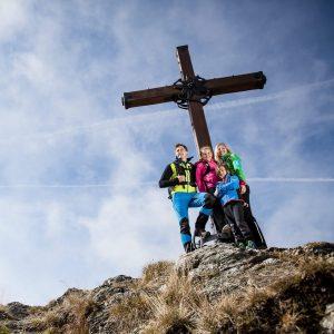 Wandergebiet Goldeck - 5 Gipfel warten - Goldeck, Martennock, Staff, Eckwand und Latschur (im Bild das Gipfelkreuz am Goldeck)