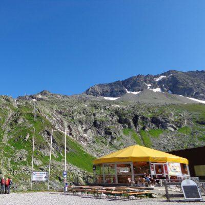 Von der Mittelstation (2.200 m) führt die Eisseebahn hinauf ins ewige Eis