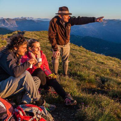 Der Almbutler führt Gäste zu besonderen Bergerlebnissen auf der Turracher Höhe