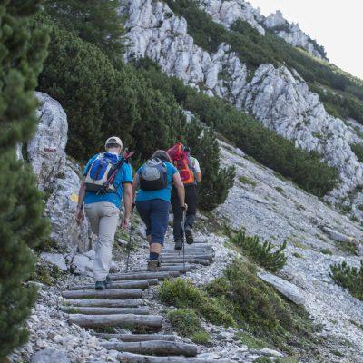 Aufstieg zum Kniepssattel, teils über felsiges Gelände