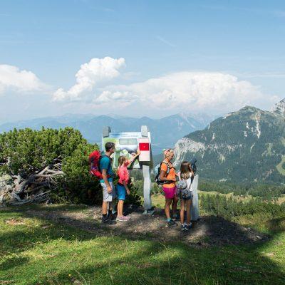 Die Madritschen-Tour - der Familienerlebnisweg, von der Bergstation der Madritschen Sesselbahn zur Talstation