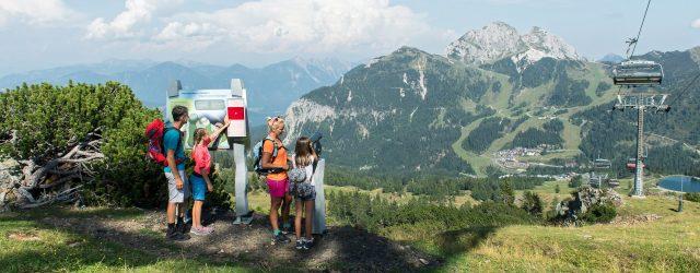 Das Nassfeld ist Kärntens Erlebnisberg Nr. 1 und bietet im Tal und oben am Berg geballte Erlebnisvielfalt. Von Tröpolach geht es mit dem Millennium-Express hinauf zur Tressdorfer Alm (Felsenlabyrinth, Flying Fox Meile) und weiter zur Bergstat…