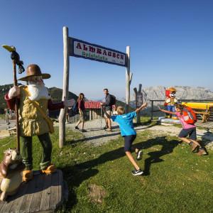 Nassfeld - der Bergspielplatz Almrausch nahe der Gartnerkofelbahn-Bergstation ist eine von zahlreichen Attraktionen für Kids