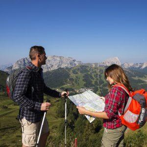 Nassfeld - Wanderidylle zwischen sanft und alpin, hier am Gartnerkofel mit Blick auf Rosskofel (links) und Trogkofel (rechts)