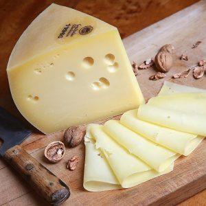 Nassfeld - original Gailtaler Speck und original Gailtaler Almkäse sind zwei der kulinarischen Spezialitäten, die auf den Almen am Nassfeld genossen werden können