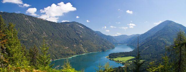 Vom See bequem hinauf auf 1.324 m Höhe schweben – zum Wandern, die Natur genießen und zum Biken Um sich in die beschauliche Bergwelt oberhalb des Weissensees zu begeben gibt es gute Gründe: Wandern, die Natur genießen und Biken sind dre…