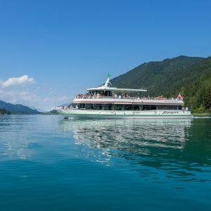Weissensee - per Schiff den weitläufigen See erkunden. Im Bild die Alpenperle, das größte und modernste der Schiffe