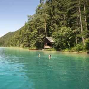 Weissensee - Schwimmgenuss im glasklaren, türkisen Seewasser