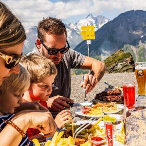 Kulinarische Genüsse mit Großglockner-Blick oben am Schareck