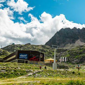Die Talstation der Eisseebahn, die bis auf 2.800 m hinauf führt