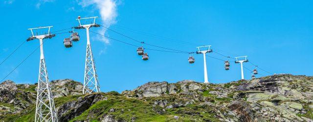 Per Seilbahn bequem und schnell bis hinauf in hochalpine Regionen der Hohen Tauern zu gelangen – das ist am Mölltaler Gletscher möglich. Zuerst geht es aus dem Tal, im Gletscherexpress, bis auf 2.000 m, um dort in die Eisseebahn umzuste…